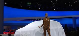 IAA 2013, Pressetag mit vielen verhüllten Automobilen