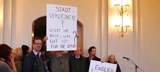 """Potsdam - """"Mitteschön"""" zu Besuch bei der Stadtverordnetenversammlung und Gegenprotest"""