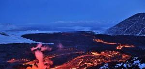 Feuer und Eis - Wie glühende Lava über Schnee gleitet