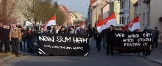 """""""Nein zum Heim""""-Kundgebung in Guben: 15 Jahre nach Hetzjagd wieder Neonazi-Aufmarsch"""