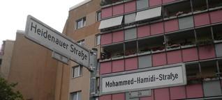 PR-Agentur überklebt Straßenschilder in Hellersdorf