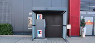 Erlaubt, aber nicht unumstritten: Geldautomat vor Petersberger Spielhalle