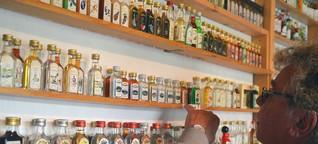 Olaf SCHNEIDER sammelt in 33 Jahren rund 11.400 Miniaturschnapsflaschen