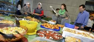 Warum Muslime mit Nicht-Muslimen das Fastenbrechen feiern sollten