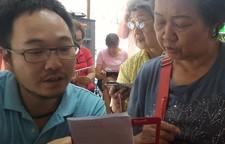 """""""Angst, das Internet zu löschen"""": Smartphone-Kurse für Senioren"""