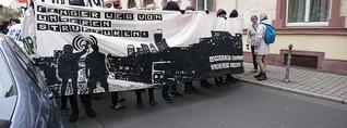 """""""Finger weg von unseren Strukturen"""" - Linke Demo in der Innenstadt"""