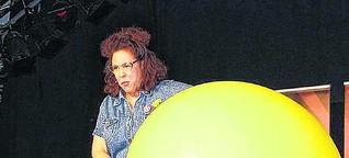 Comedy: Ramona Schukraft im Bahnhof Fischbach