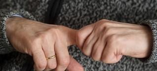 So entsteht das fiese Geräusch beim Fingerknacken