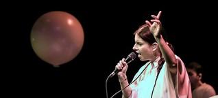 Verletzliche Exzentrik: Balbina gab ein Konzert in der Volksbühne