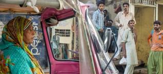 Pinkit rikšat ovat Pakistanin naisille menopeli itsenäisyyteen | Anna.fi