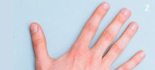 Schlüssel im Zeigefinger