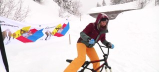 Kathi und Sandra testen Wintersport auf der ISPO on snow