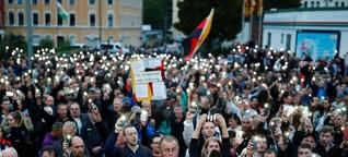Chemnitz: Raunen, als die Männer in Schwarz auftreten
