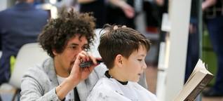 Warum ein Münchner Friseur sich von seinen Kunden vorlesen lässt