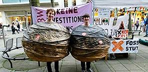 Umweltaktivisten fordern saubere Geldanlagen