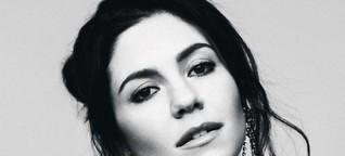 Popstar Marina lässt sich von Kritikern nicht länger mundtot machen