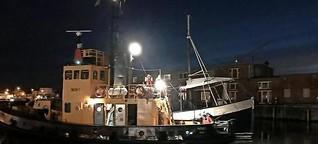 Gesunkener Fischkutter zieht in Werft um