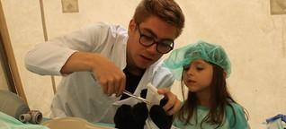 Aktion von Kölner Medizinstudenten: Großer Andrang im Teddybär-Krankenhaus