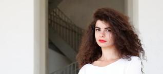 """""""Kauf mir einen Aufenthaltstitel"""": Wie die Künstlerin Abir Kobeissi um ihr Studium in München kämpfte"""