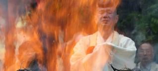 Das hinduistische Feuerritual - In die richtige Richtung beten