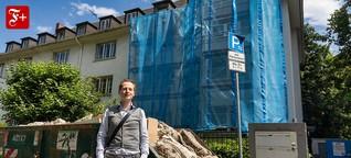 Wohnraum in Frankfurt: Ein Mann sieht blau
