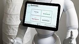 Wie Roboter in Pflegeheimen beim Arbeitskräftemangel helfen