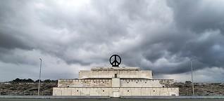 Ein Friedenszeichen für die Zeppeltribüne?