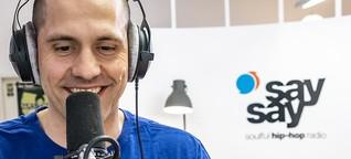 """Vom Jurist zum HipHop-Radiomoderator: Die Geschichte von """"say say"""" // Interview"""