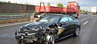 Pkw schleudert in Leitplanke auf A4 - Insassen schwer verletzt