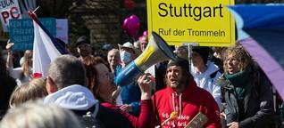 """Stuttgart: Über 10.000 """"Querdenker"""" demonstrieren ohne Maske und greifen Presse an"""