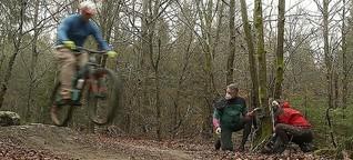 Gute Lösung im Streit um den Wald: Mountainbiker zusammen mit Wanderern und Waldbesitzern - Bayern2amSamstag